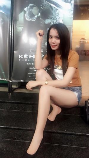 美脚ベトナム女性20代