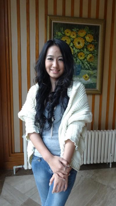 足の綺麗な中国女性20代