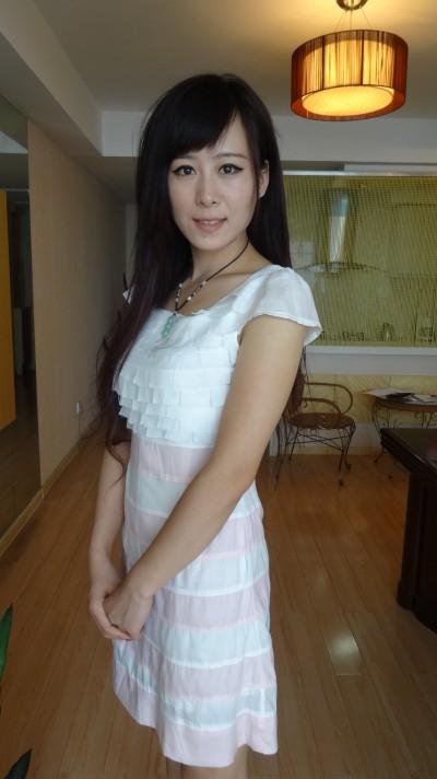穏やかな中国女性20代