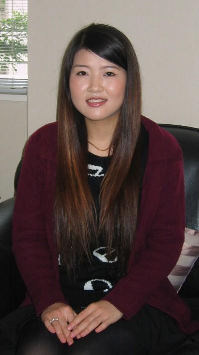 背の高い在日中国女性20代