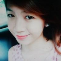 色白でスリムなフイリピン女性20代
