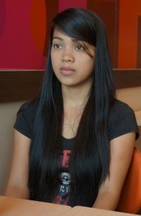 スリムでプロ―ポーションも魅力的なフィリピン女性10代