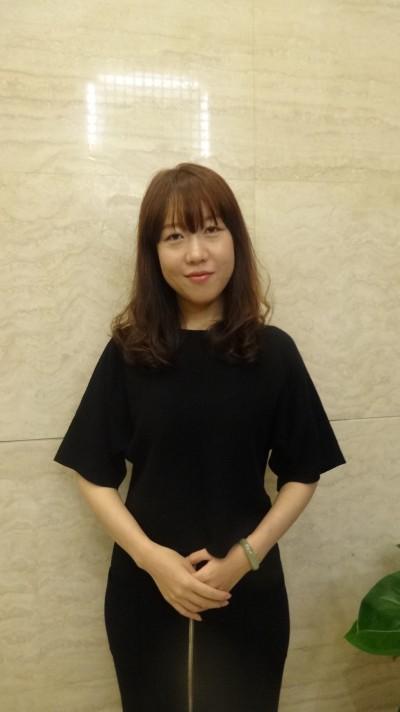 明るい中国女性20代