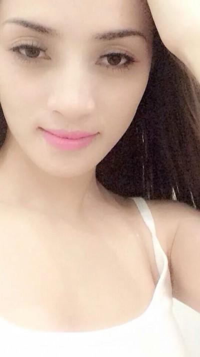 フエ出身のベトナム女性20代