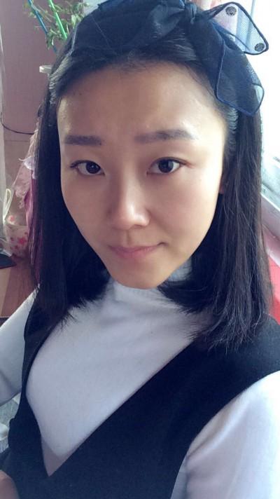 シンプルで清楚な中国女性20代