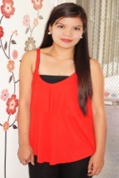 素直で内気なフィリピン女性20代