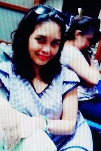 小柄でスリムでセクシーなフィリピン女性20代