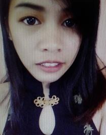 飾りのない謙虚なフィリピン女性20代