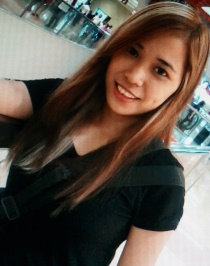 長い髪が魅力的なフィリピン女性20代