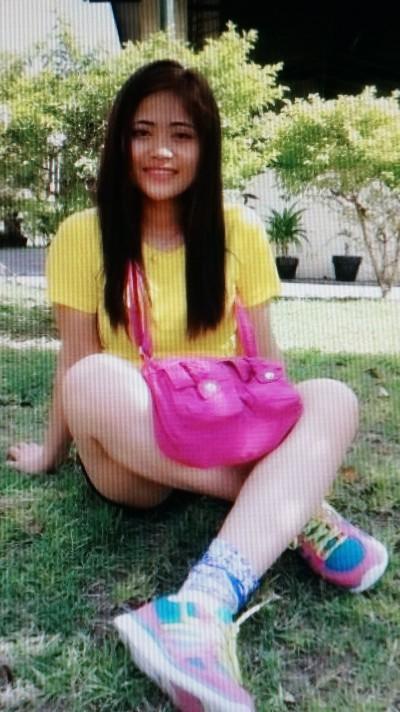 シンプルで前向きなフィリピン女性20代