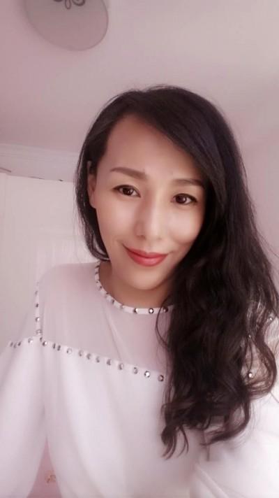 楽観的で前向きな中国女性30代