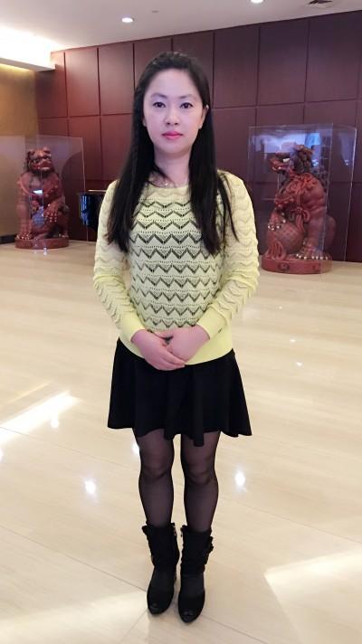頑張り屋の明るい中国女性30代