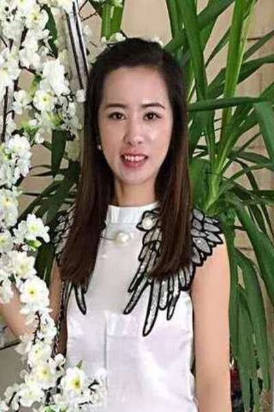 綺麗でおしゃれな中国女性30代