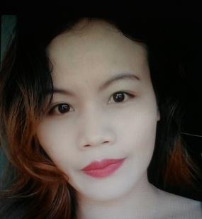 小柄で色白なフィリピン女性20代