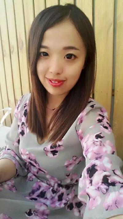 上海出身のおしゃれな中国女性20代