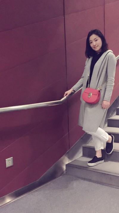 お洒落で綺麗な中国女性30代