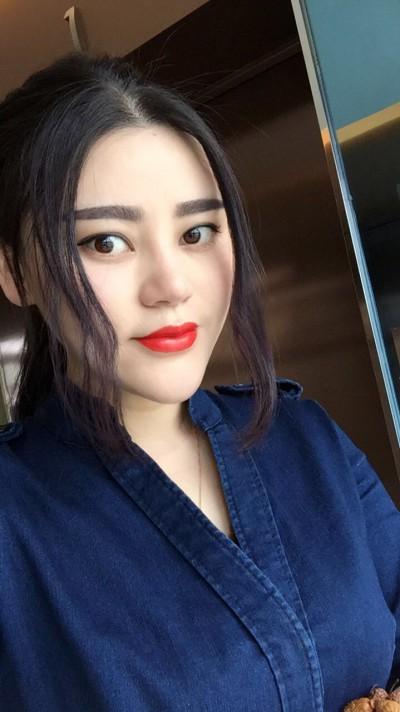 前向きで明るい中国女性30代