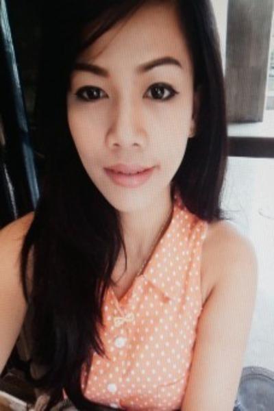 モデルとキャンペンガールで頑張っているフィリピン女性20代