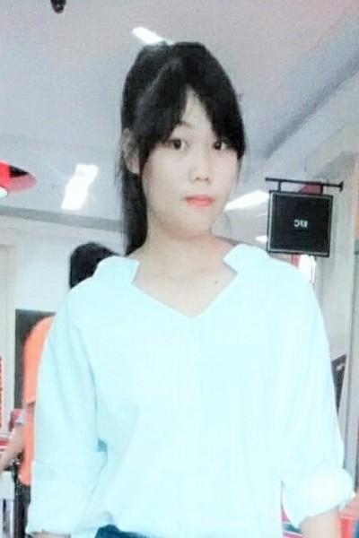 小柄で可愛いベトナム女性10代