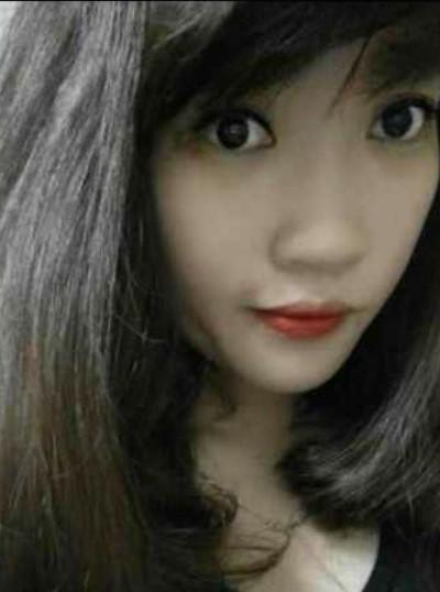 大きな瞳の明るいベトナム女性20代