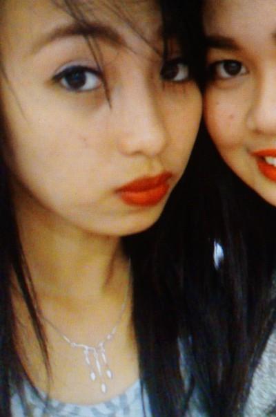いつも笑顔で頑張っているフィリピン女性20代