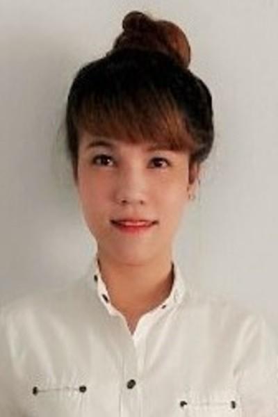 少々内向的なベトナム人女性10代