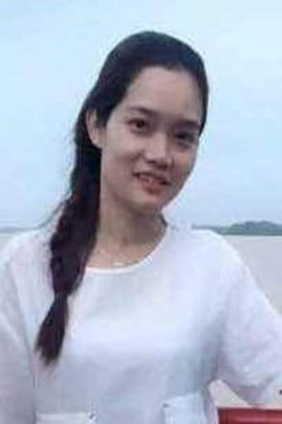 辛抱強く思いやりのあるベトナム女性30代