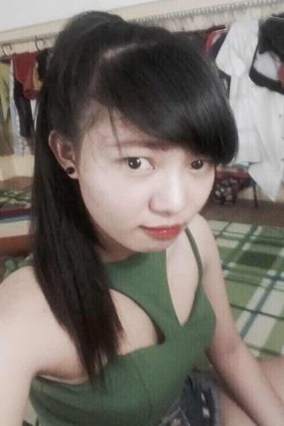 黒髪のきれいなベトナム女性20代