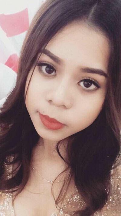 大きな瞳が印象的なベトナム女性10代