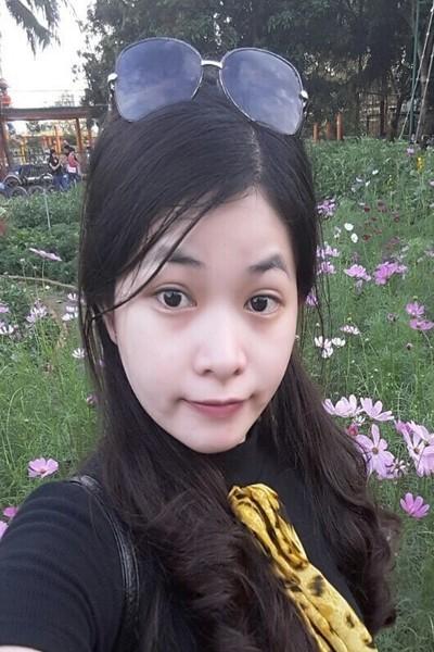 小柄でキュートなベトナム女性20代