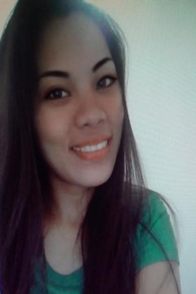 スリムで美人のフィリピン女性20代
