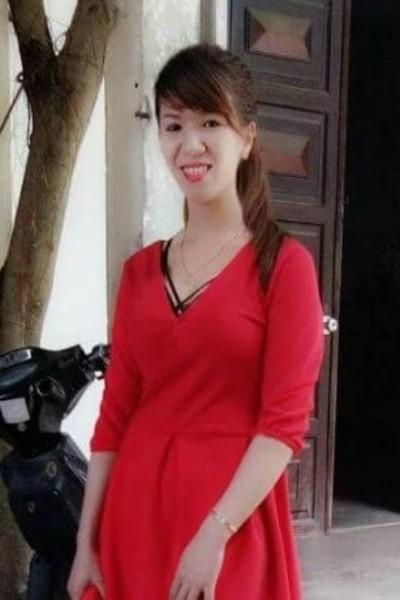 一人で頑張っているベトナム女性20代