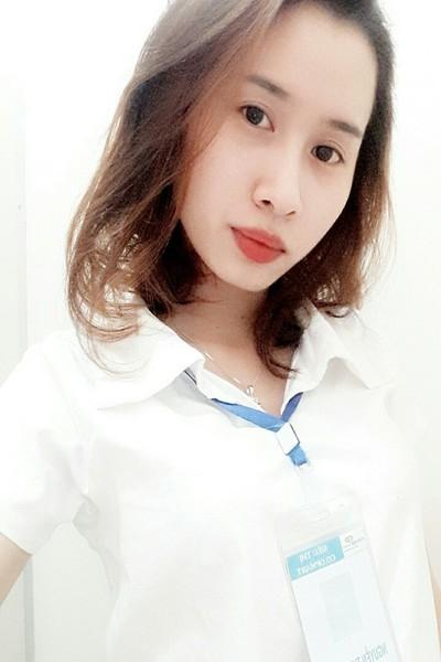 痩せ形でスタイル抜群のべトナム女性20代