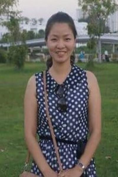 自分の家族を願望しているベトナム女性30代