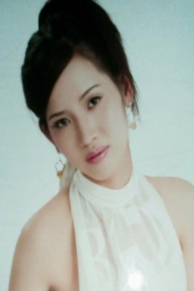アオザイが似合うベトナム女性30代