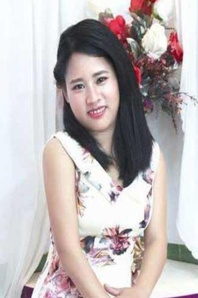 色白で清楚なベトナム女性30代