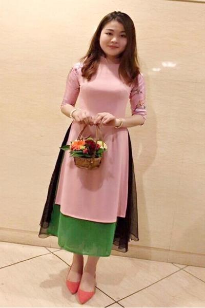 東京在中のアオザイの似合うベトナム女性20代