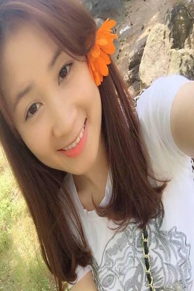 広島在中色白で美しいベトナム女性20代