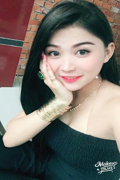 黒髪の美しいベトナム女性20代