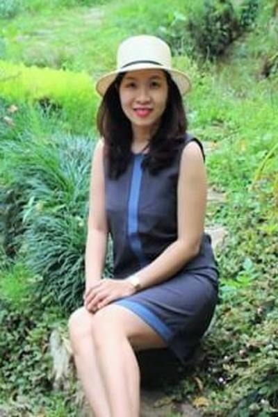 落ち着きのあるベトナム女性30代