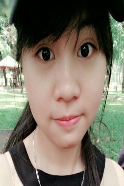 まだあどけなさの残るベトナム女性20代