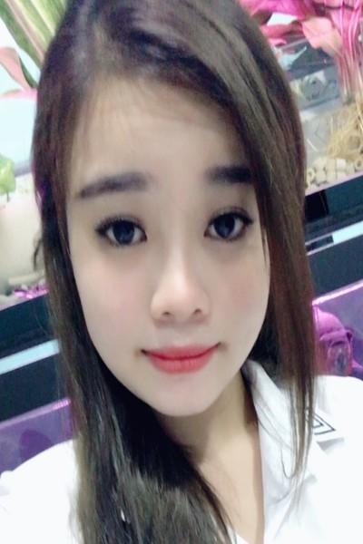 色白の可愛いのベトナム女性20代