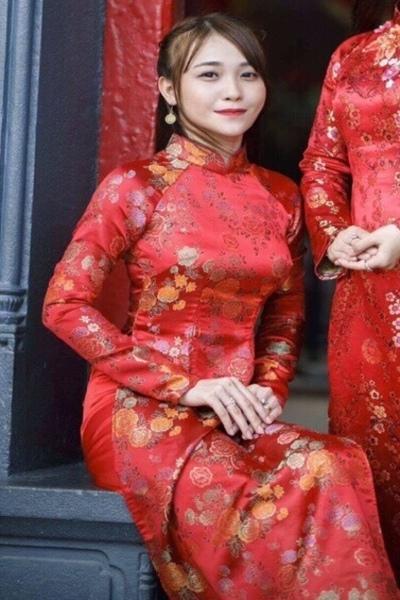 アオザイが可愛いベトナム女性10代
