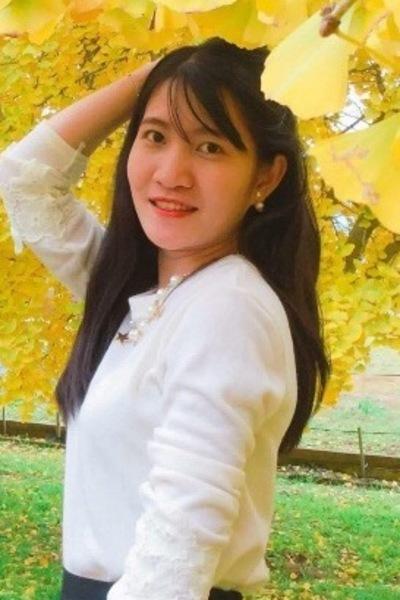 福岡県在中の黒髪の綺麗なベトナム女性20代