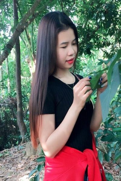 黒髪の綺麗なベトナム女性20代