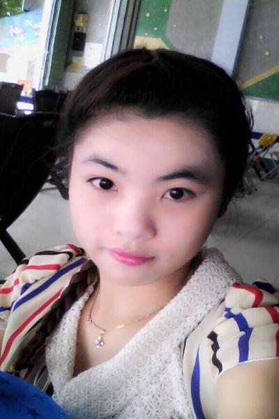 まだあどけなさの残る可愛いベトナム女性20代