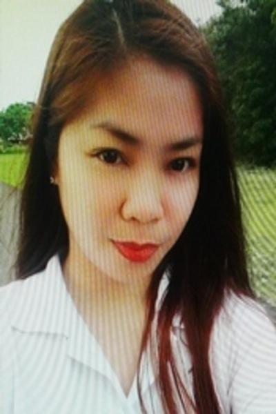 色白でグラマーなフィリピン女性20代