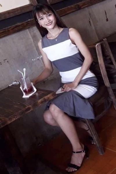 知的でおしゃれな美しいベトナム女性20代