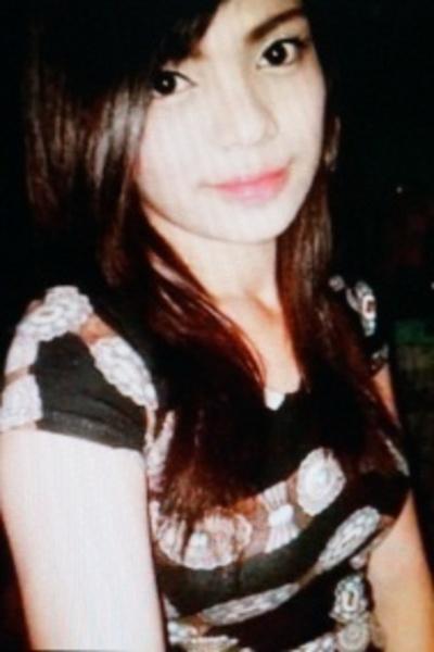 つぶらな瞳と長い髪が魅力的なフィリピン女性20代