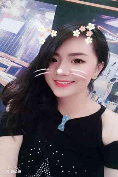 落ち着きのあるしっかりとしたベトナム女性20代